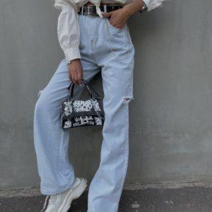 Купить по скидке голубые джинсы с цепочкой женские