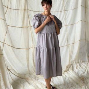 Купить по скидке серое платье оверсайз с объемными рукавами для женщин