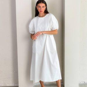 Купить онлайн белое свободное платье из коттона (размер 42-48) для женщин