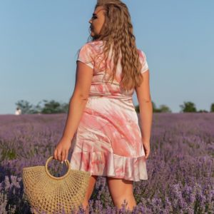 Замовити онлайн рожеве жіноче шовкове плаття на запах з розлученнями (розмір 46-56)