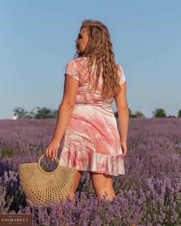 Заказать онлайн розовое женское шелковое платье на запах с разводами (размер 46-56)