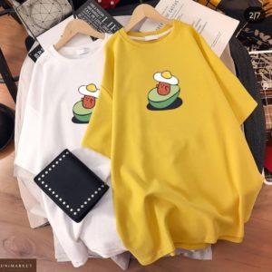 Заказать онлайн желтое, белое платье-футболку с принтом для женщин