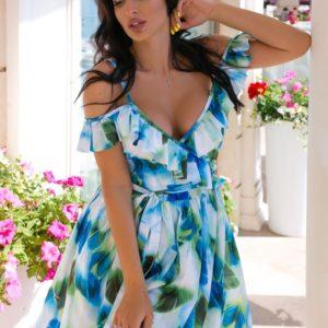 Купить онлайн голубое принтованное платье с рюшами на бретельках (размер 44-54) для женщин