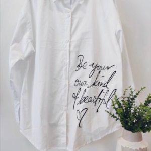 Купить онлайн женскую белую рубашку с черным принтом