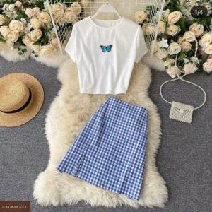 Купить онлайн голубого цвета костюм с юбкой в клетку для женщин