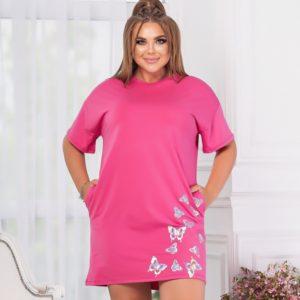Заказать женское платье-футболка с аппликацией (размер 46-56) дешево цвета фуксия