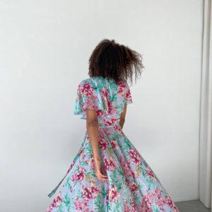 заказать женское платье с запахом нежно голубого цвета принт цветы по низкой цене