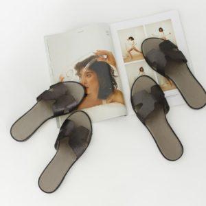 купить летние женские кожаные шлепанцы черного цвета по доступной цене