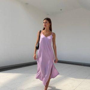 купить шёлковое женское платье длинное на бретелях в лавандовом цвете недорого
