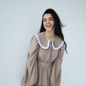 приобрести женское платье с воротничком в цвете пудра из летней коллекции магазина Unimarket