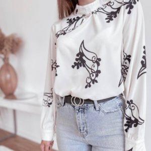Купити білу жіночу шовкову блузку з брошкою зі знижкою