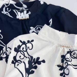 Придбати в інтернеті чорну, білу шовкову блузку з брошкою для жінок