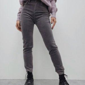 Купить недорого серые брюки из микровельвета с поясом для женщин
