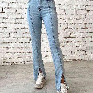 Заказать онлайн голубые джинсы с разрезами спереди для женщин
