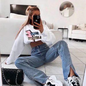 Купить онлайн голубые джинсы прямого кроя с разрезами для женщин