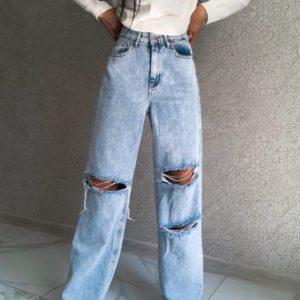 Заказать голубые женские джинсы с разрезами онлайн