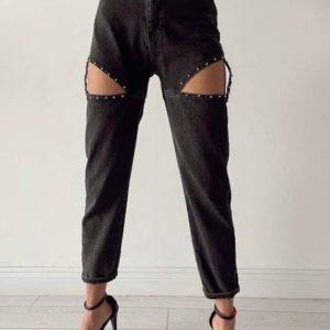 Заказать недорого женские джинсы с заклепками и вырезами на бедрах черного цвета