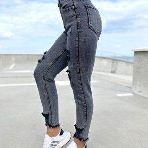 Купить по скидке черные стрейчевые джинсы мом с рваностями для женщин