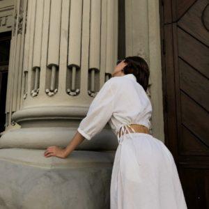 Заказать недорого белое платье из льна с открытой талией (размер 42-48) для женщин