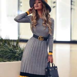 Заказать онлайн серое вязаное платье плиссе с поясом для женщин
