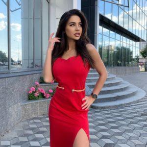 Заказать онлайн красное платье с разрезом на ноге для женщин