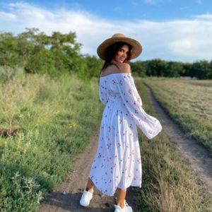 Заказать по скидке белое платье с открытыми плечами из штапеля (размер 42-52) для женщин