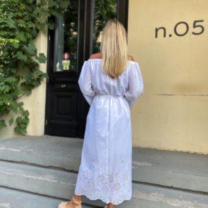 Заказать в интернете белое женское платье макси с вышивкой (размер 42-52)