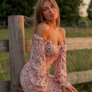 Купити рожеве жіноче ніжне плаття з штапеля з розрізом (розмір 42-48) в Україні