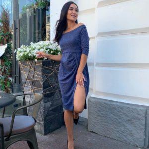 Купить по скидке синее женское нарядное платье с открытыми плечами (размер 42-48)