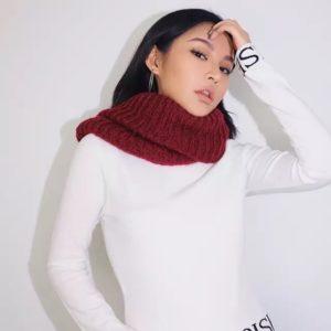 Купить белый женский свитер с надписями дешево