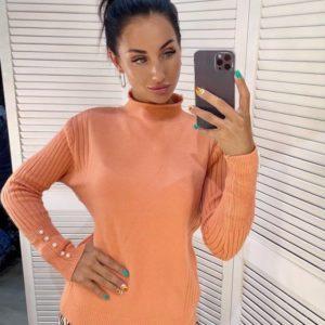 Заказать онлайн оранжевый свитер с воротником стойкой для женщинсвитер с воротником стойкой