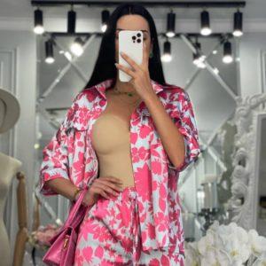 Купити онлайн рожевий шовковий костюм з принтом для жінок
