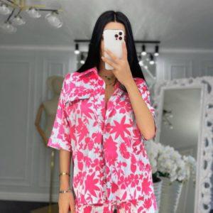 Замовити вигідно рожевий шовковий костюм з принтом для жінок