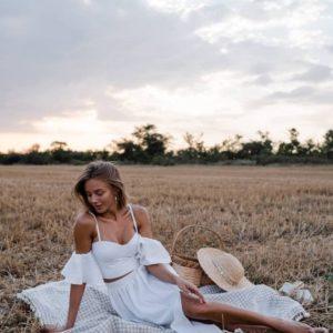 купить летний прогулочный костюм белый с длинной юбкой и топом на бретелях с доставкой по Украине