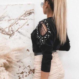 Купити чорну жіночу кофту з декором на плечах дешево