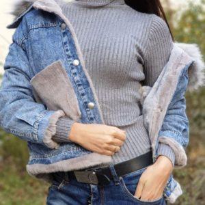 Купить серую женскую джинсовку с мехом онлайн