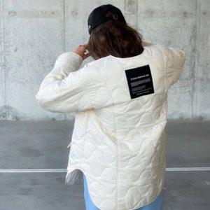Заказать по скидке белую стёганую куртку без воротника (размер 42-48) женскую