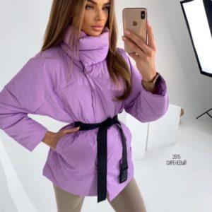 Заказать сиреневую женскую куртку с поясом в комплекте онлайн