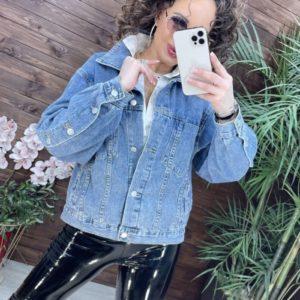 Заказать онлайн голубую джинсовую куртку с рукавами на пуговицах для женщин