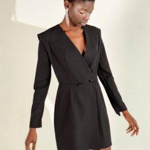 Замовити вигідно жіноче костюмне плаття-піджак чорного кольору