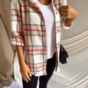 Заказать онлайн бежевую рубашку в клетку с капюшоном для женщин