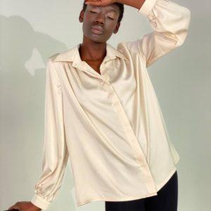 Купить в интернете бежевую свободную шелковую рубашку (размер 42-48) для женщин