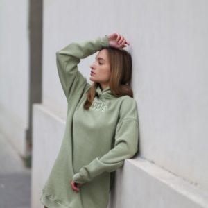 Купити в інтернеті кольору фісташка тепле подовжене худі з вишивкою для жінок