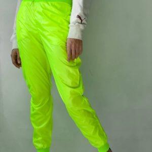 Купить онлайн салатовые штаны из плащёвки женские