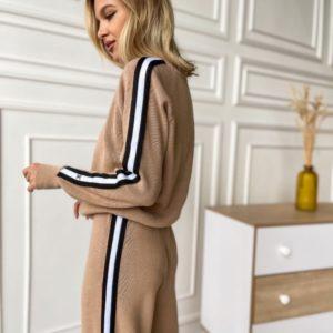 Заказать недорого бежевый вязаный костюм: свитер и кюлоты по скидке