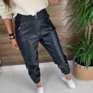 Заказать онлайн черные штаны на резинке из эко кожи (размер 44-48) для женщин