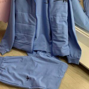 женский костюм для прогулок голубого цвета с кофтой и жилеткой по акции в Unimarket