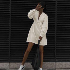 молочное женское платье с В вырезом по низкой стоимости в магазине Unimarket