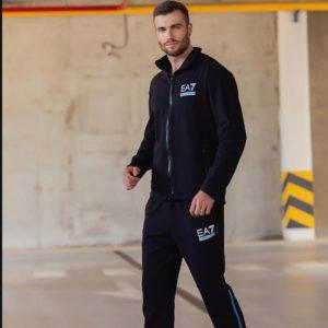 приобрести костюм черного цвета для занятий спортом по скидочной цене со склада