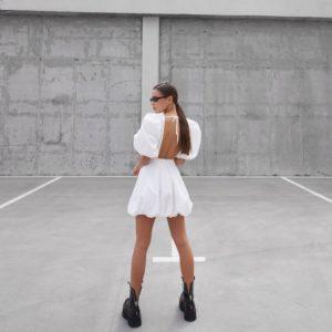 платье с открытой спиной белого цвета по выгодной акционной цене в Unimarket